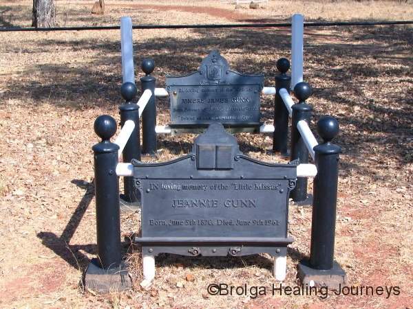 Grave/memorial to Aeneas & Jeannie Gunn