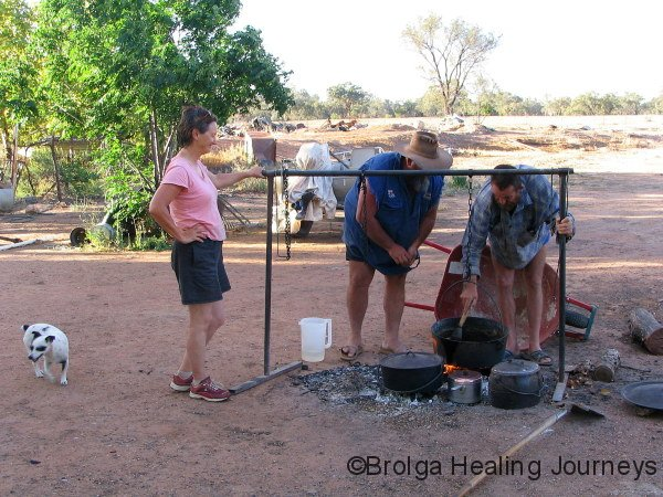 Camp oven cooking – Nirbeeja looks on, Ian & Kevin in control