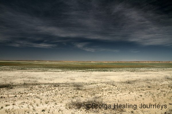 The wide dry foreshore of Lake Mia Mia.