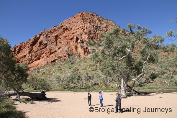 Nirbeeja, her sister Bev and brother-in-law Les explore the approach to Simpson's Gap